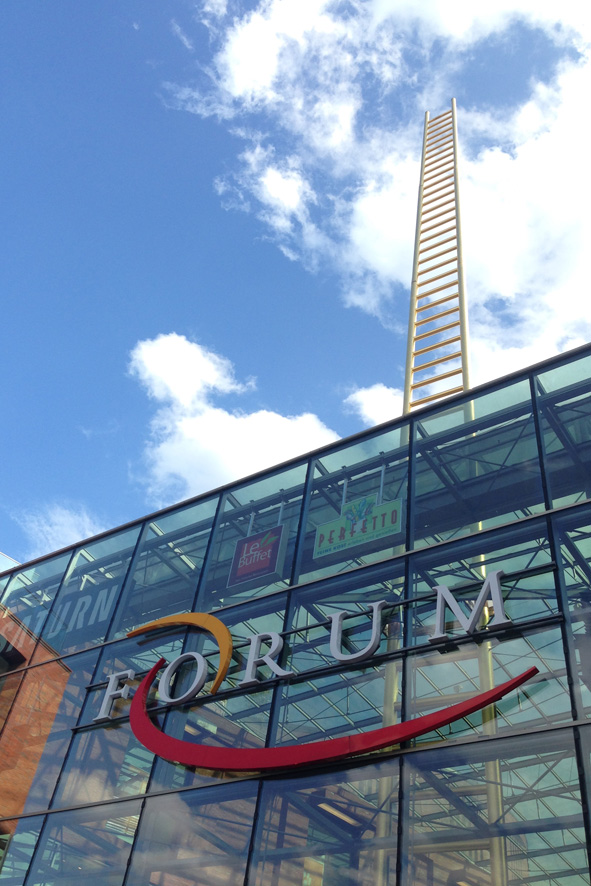 duisburg_forum_goldene_leiter_shopping