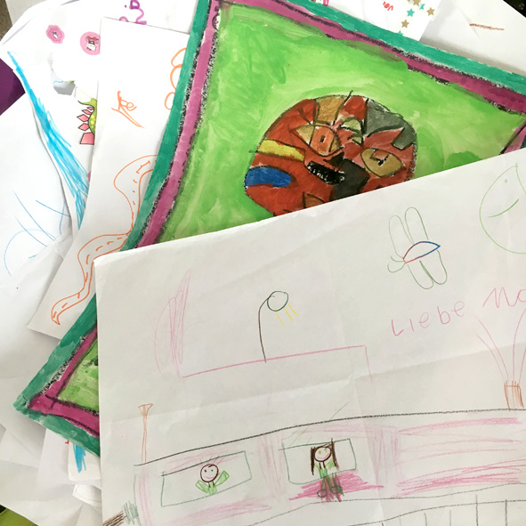Mein Glück: Die Kinder Fanden Diese Idee So Spannend, Dass Sie Selbst Einen  Großen Stapel Ihrer Kunstwerke Eingescannt Haben, So Dass Ich Nur Noch Eine  ...