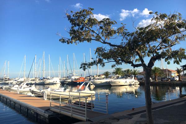 Yachten im Hafen von Solenzara