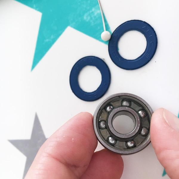 coole bastelidee f r kinder teenies diy fidget spinner. Black Bedroom Furniture Sets. Home Design Ideas