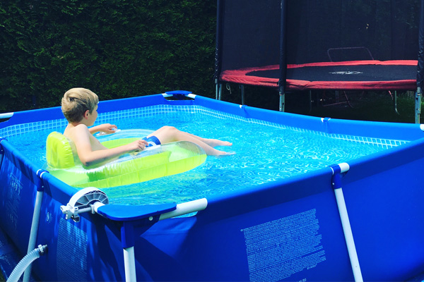 ein kleiner swimmingpool f r den garten das solltet ihr vorher wissen mom s blog der. Black Bedroom Furniture Sets. Home Design Ideas