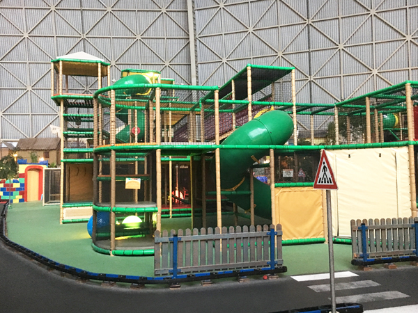 Indoor_Spielplatz_tropical_islands_Tropino