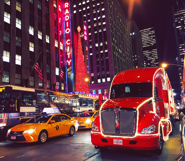 cola_truck_new_york_xmas
