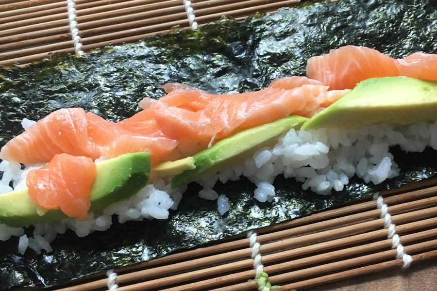 lachs_avocado_sushi_rezept_einfach