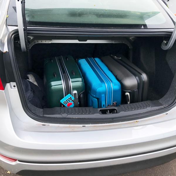 reisen_handgepaeck_mietwagen