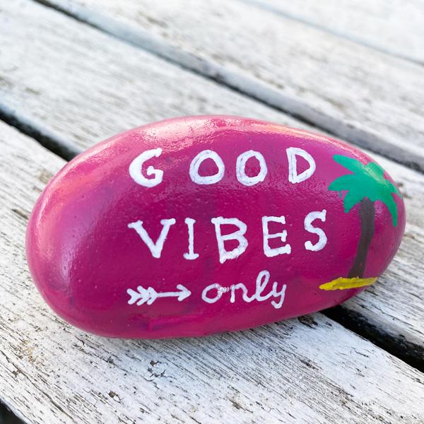good_vibes_only_stein_positve_energie_idee