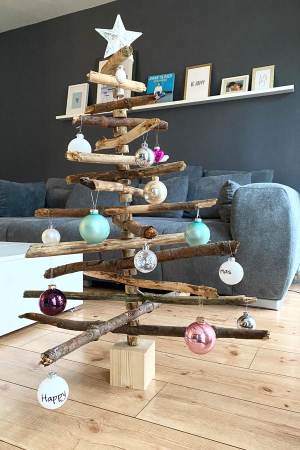 moderner_weihnachtsbaum_holz