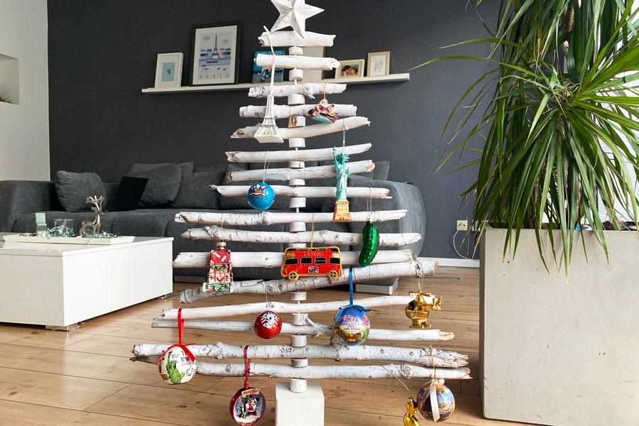 moderner_nachhaltiger_weihnachtsbaum_holz