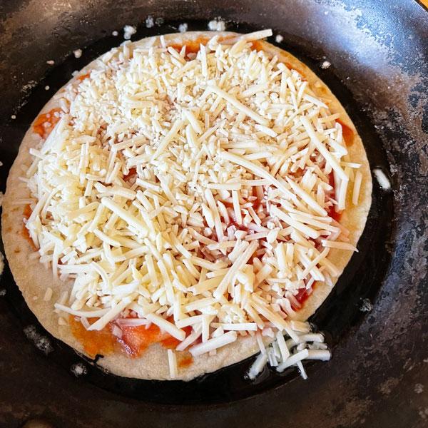 5_MINUTEN_pizza_wrap_pfanne