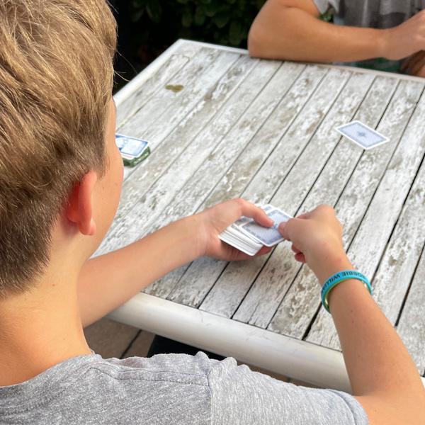 karten_spielen_familie